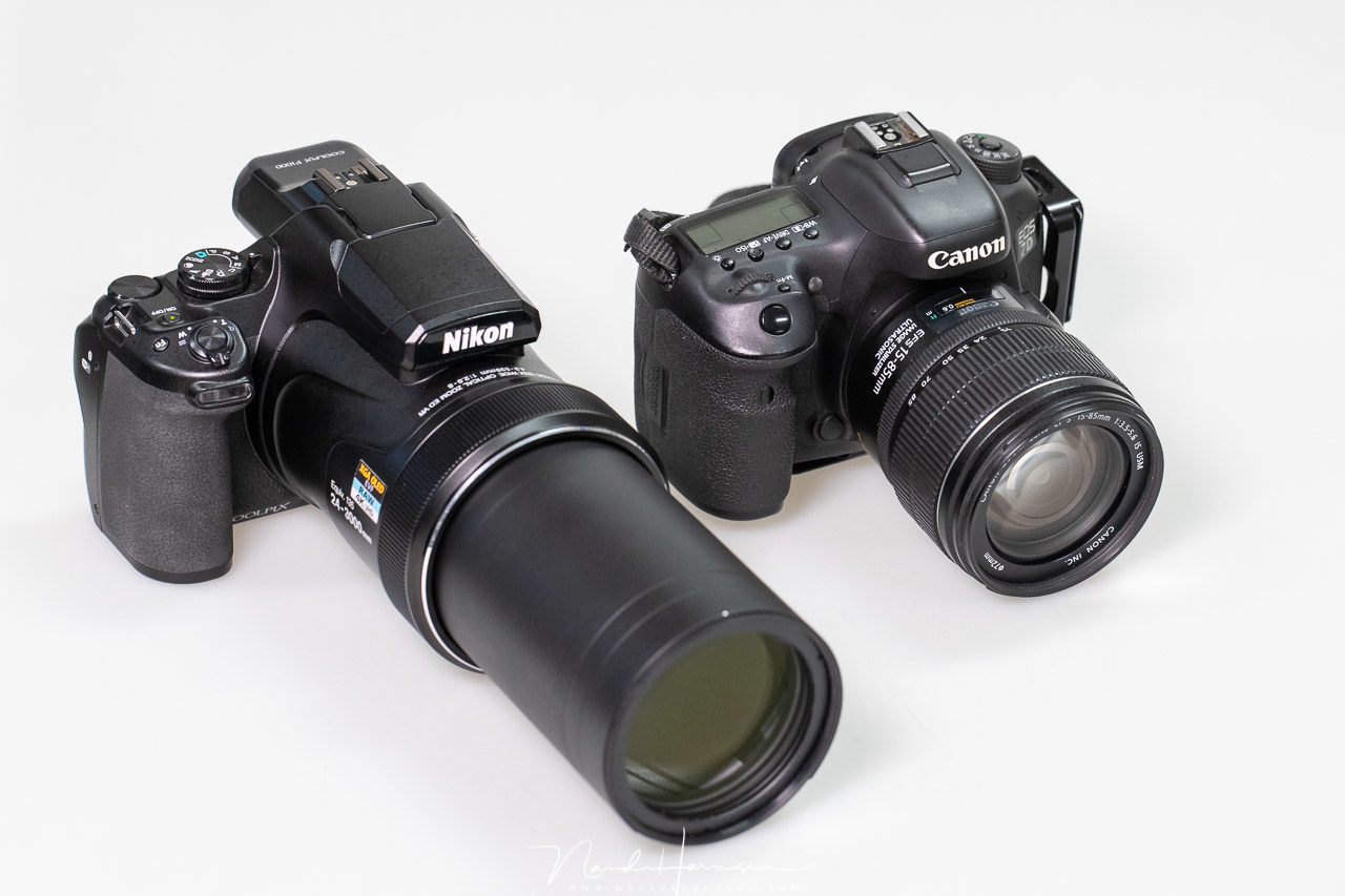 The Coolpix P1000 is not a small camera. It has the size of a Canon EOS 7D mark II. But if you would place a similar zoom lens to the DSLR, it probably would be impossible to carry with you, something you can do easily with the P1000