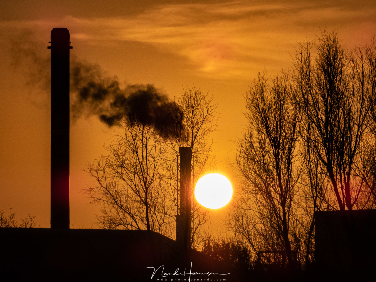 An industrial sunrise. This image allows a base ISO level. Therefor the quality is reasonable. (345mm (FF equivalent) - ISO100 - f/8 - 1/2500)