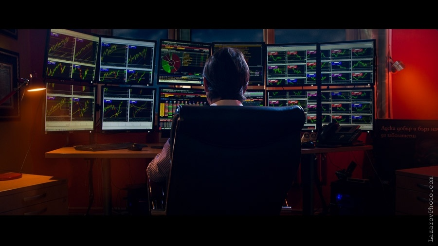 Finance trader