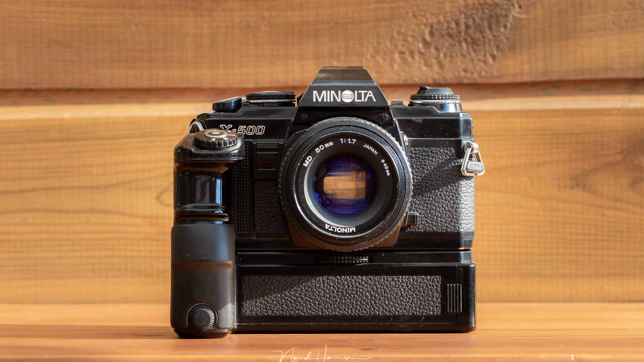 A very modern camera from the eighties in the previous millenium. The Minolta X-500 with modor Drive MD-1 was my camera. Using the camera was very easy. No extensive menus or customized buttons. Just a shutter dial, aperture ring, and a dial to set the fi