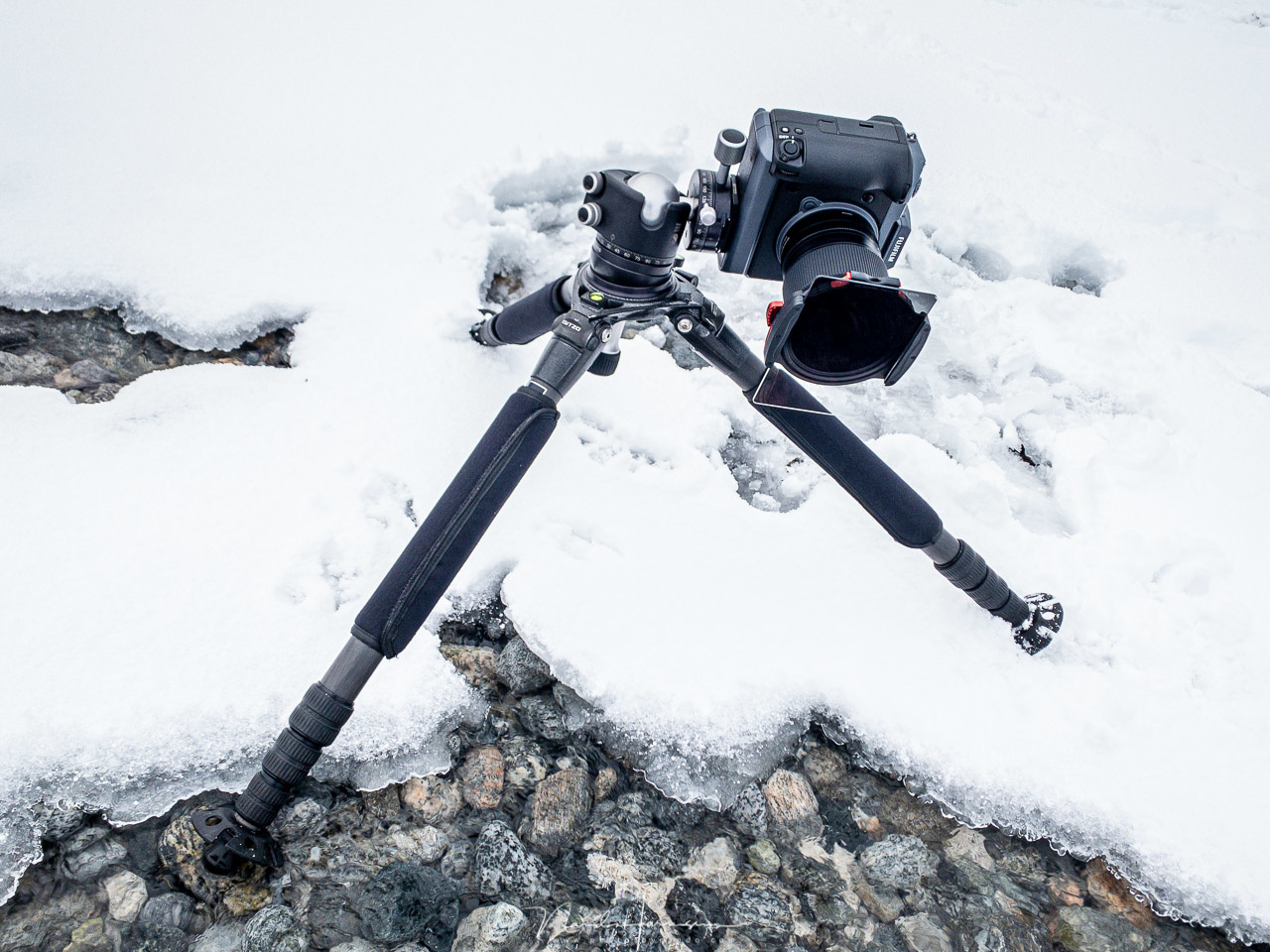 When working in cold environments, you might want to use gloves. The M10 system is easy to use with gloves, but you might have some difficulties when rotating the polarization filter.
