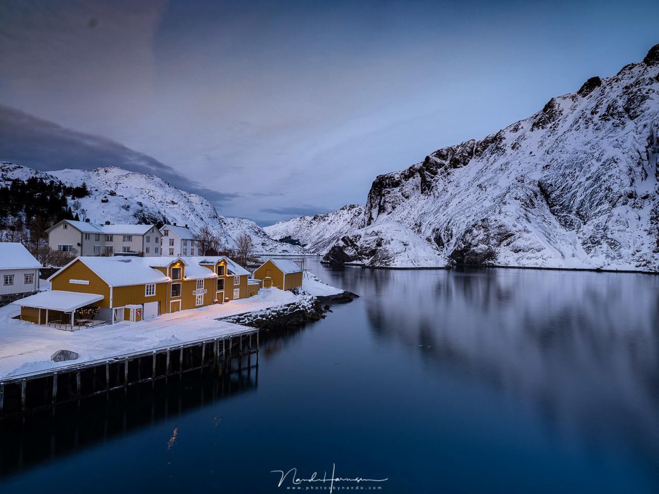 The small village of Nusfjord at Lofoten during twilight. (23mm | ISO100 | f/11 | 8s | Haida 0,9GND medium)