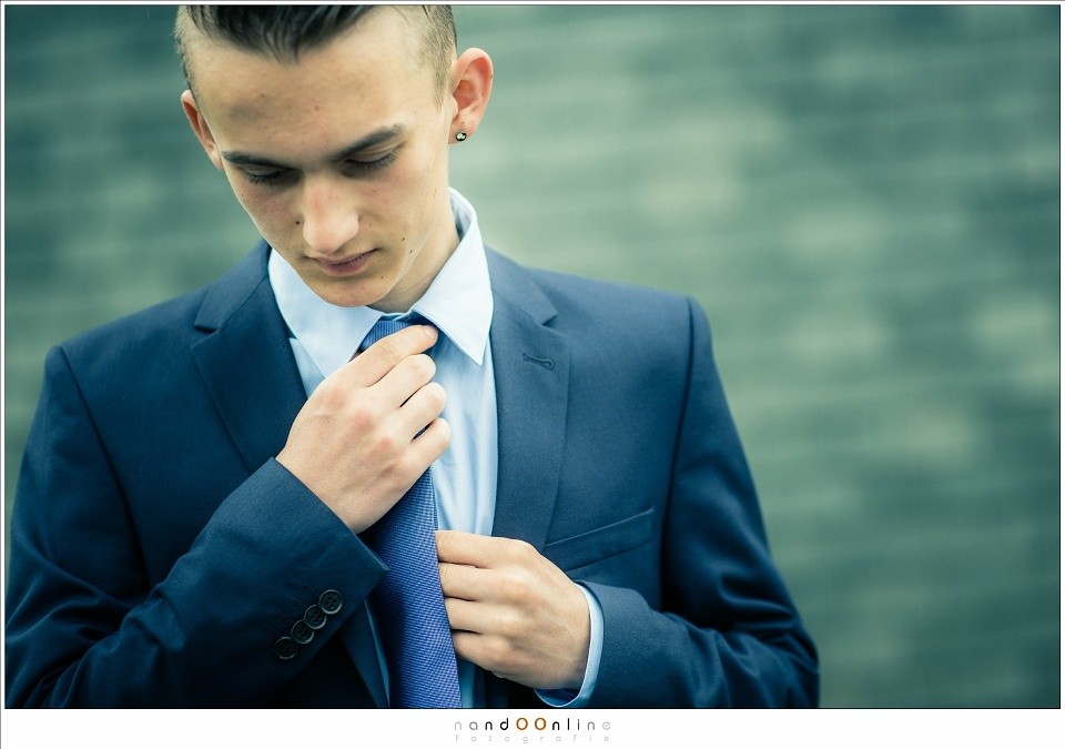 My son right before his prom. I intentionally did not use the widest aperture available, to avoid the depth of field to be too small (EOS 1Dx + EF 85mm f/1,2 @ f/2,5 | ISO100 | 1/320s | hi speed sync fill-in flash in a softbox)
