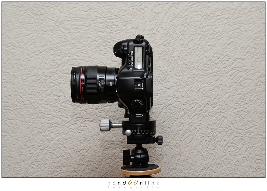 This is how a camera is fitted onto a tripod. I used an L-bracket and a panorama mount for rotating the camera. The rotation axis is approximately at the sensor location of the camera.