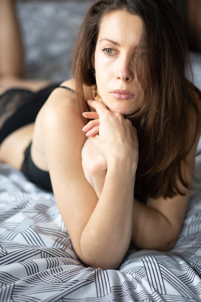 A boudoir shot of a woman
