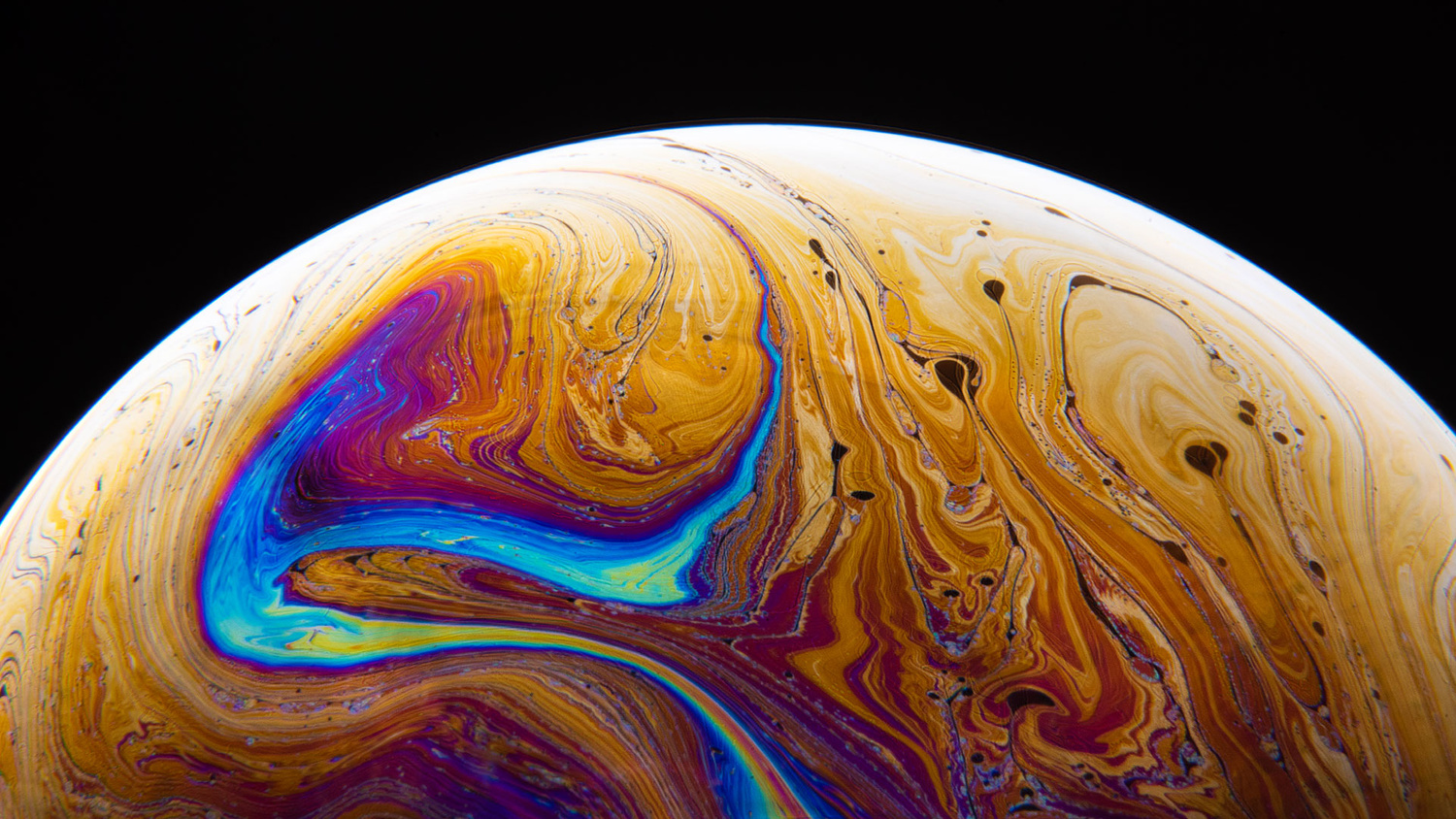 Turbulent bubble and irridescence