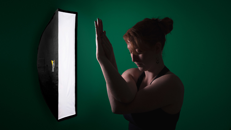 Off-camera lighting portrait