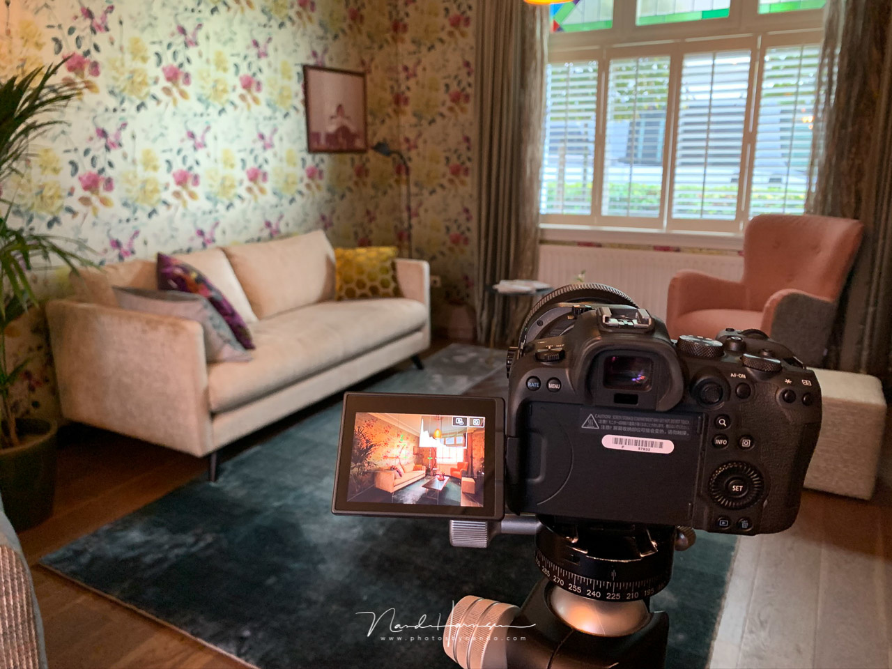 Shooting real estate. The manual focus assist works very convenient with the manual TS-E lenses