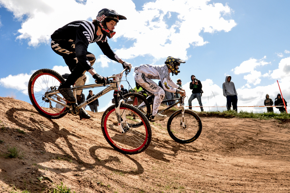 MTB 4X Racing by MARTIN BROWN