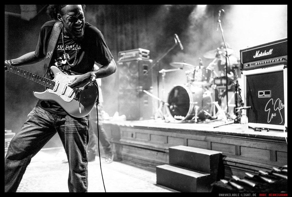 Eric Gales - Stage Burning by Marc Mennigmann
