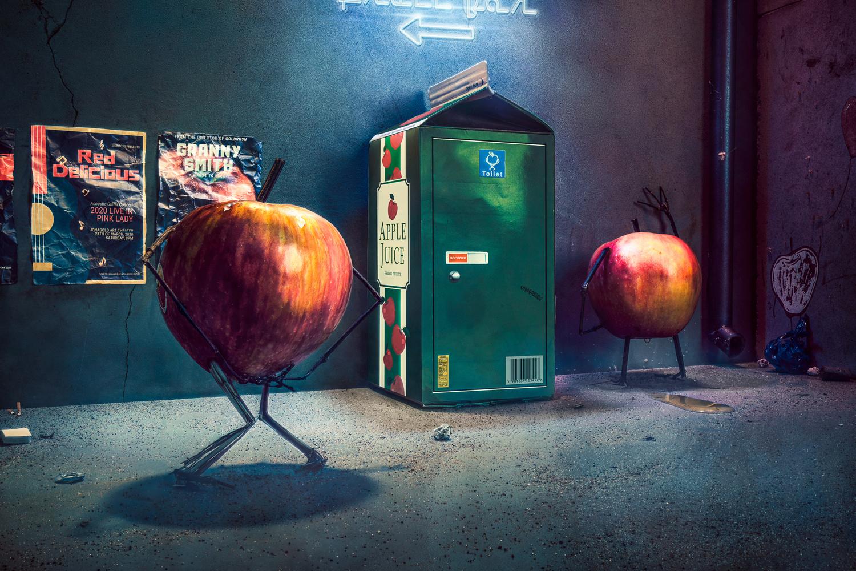 Apple juice by Juhamatti Vahdersalo