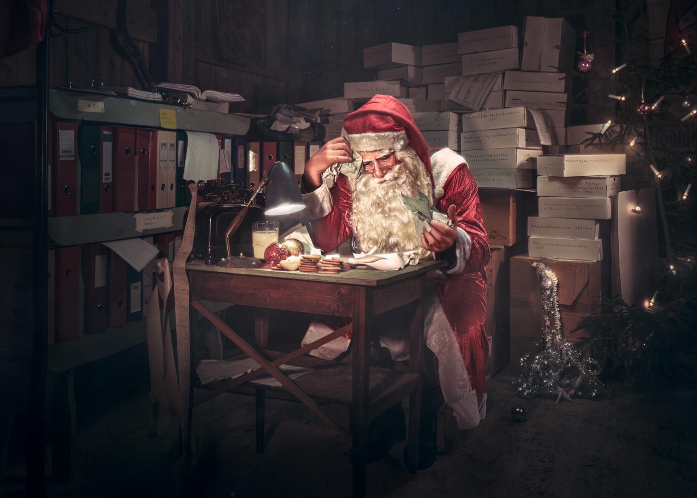 Santa's accounting by Juhamatti Vahdersalo