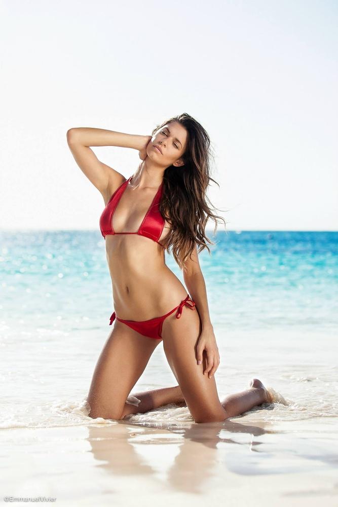 US model Leann Crupi in the Bahamas by Emmanuel Vivier
