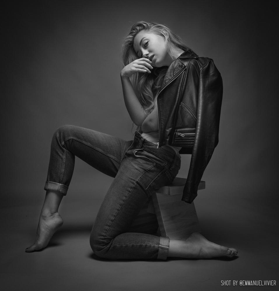 rRussianmodel & artist @anna_ioannova in my studio by Emmanuel Vivier