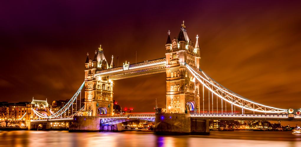 Tower Bridge by Night by Olivier Verbiest