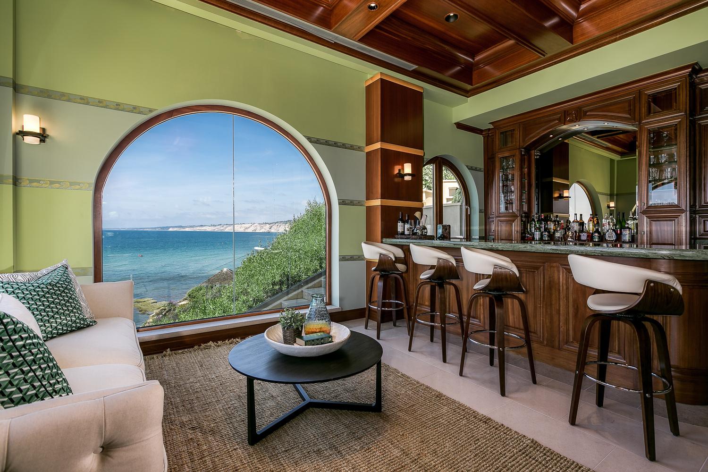 bar room in la jolla, ca by Ian Meyers