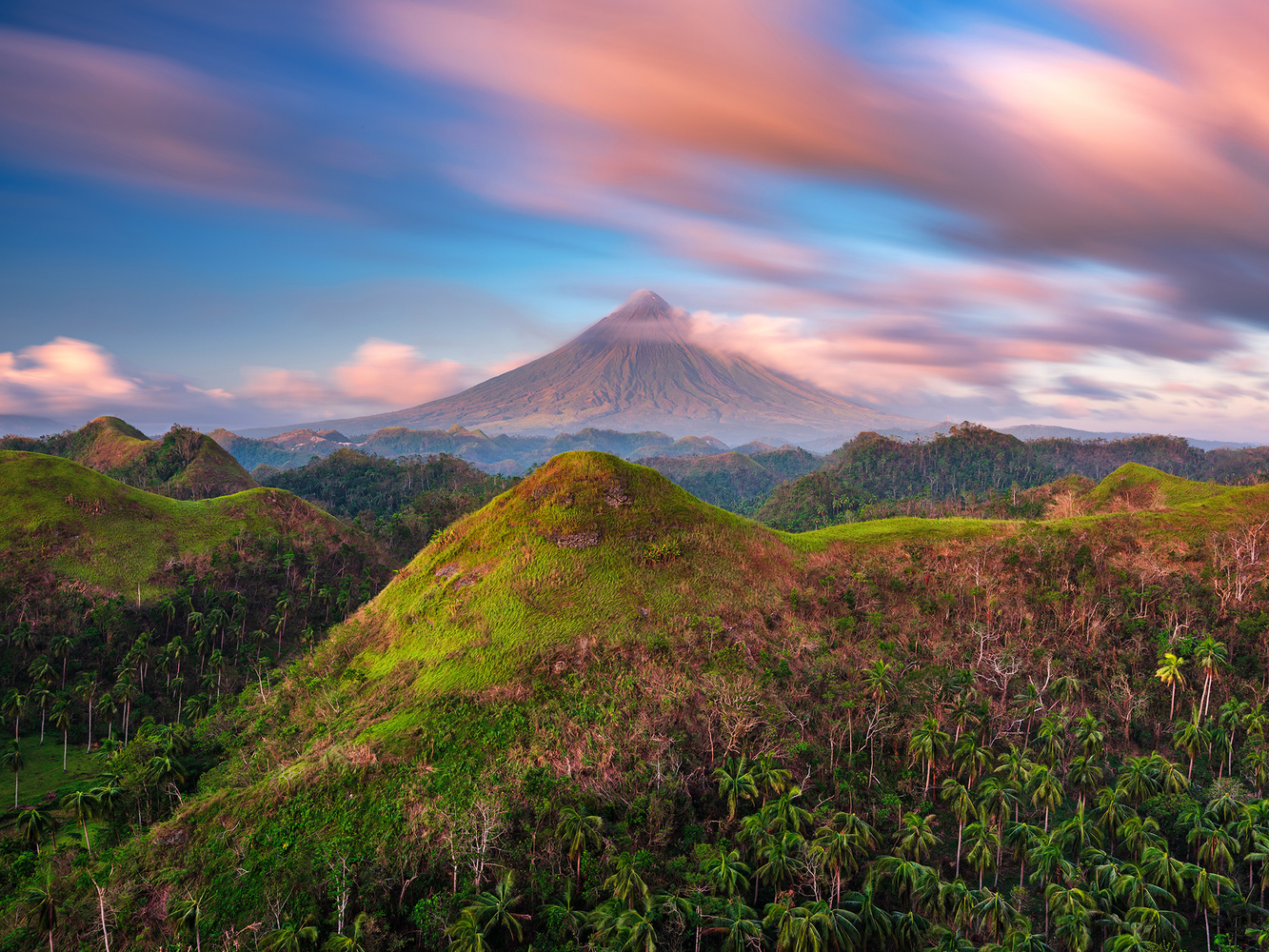 Majestic Mayon by Win Mag