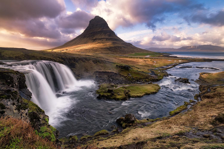 Kirkjufellsfoss by Cesar A Mendez Garcia