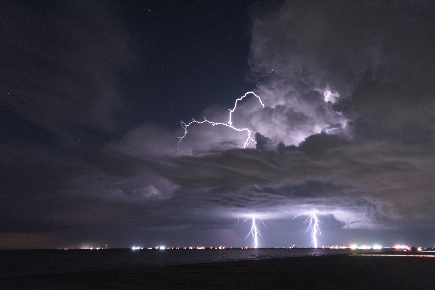 Lightning 2 by Eric Zaal