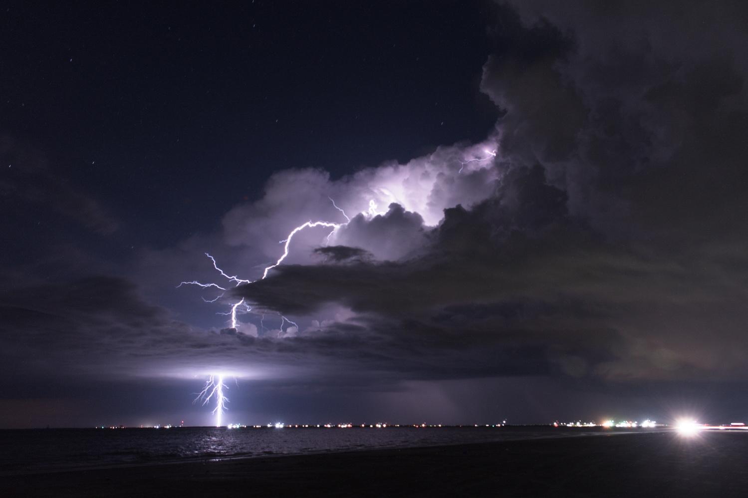 Lightning 1 by Eric Zaal