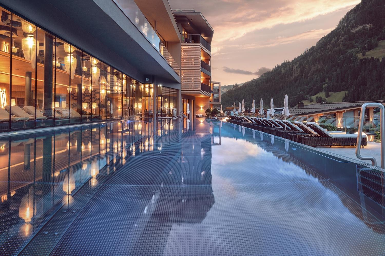 Hotel pool. by Matthias Dengler