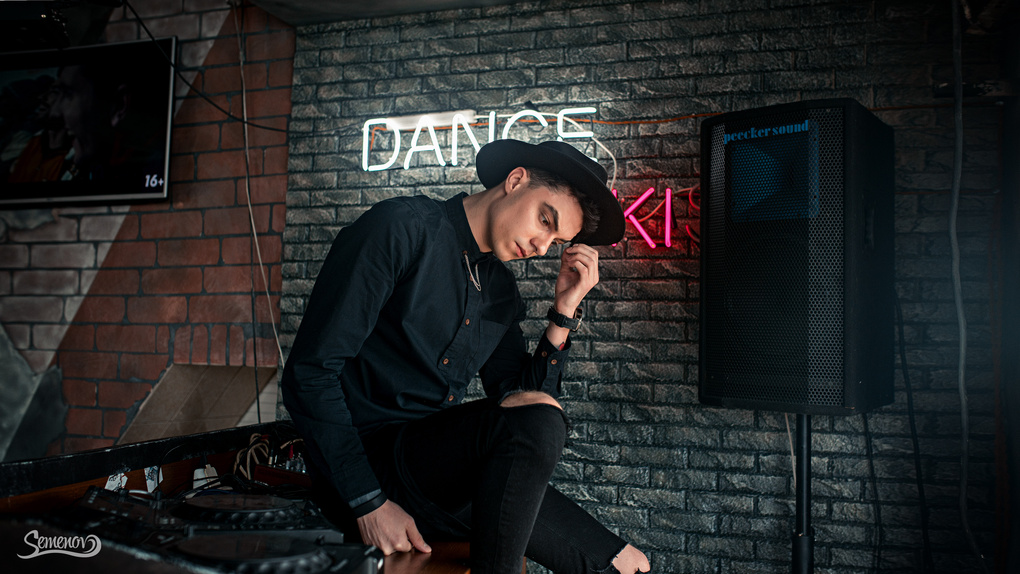 Dance kiss by Anton Semenov