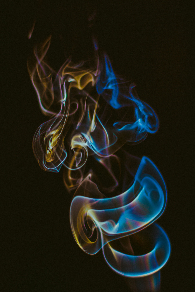 Smoke. by Luciã Lopes