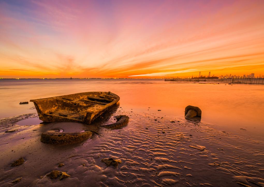 The Golden Hour by Mustafa Bastaki