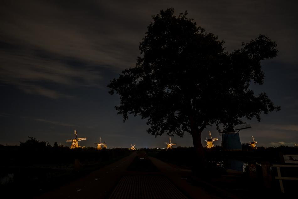 Kinderdijk in holland by Marcel Derweduwen