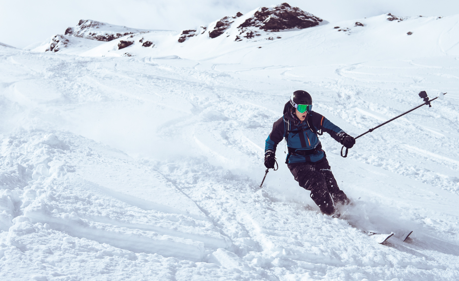 Skiing action by Oliver Rykatkin