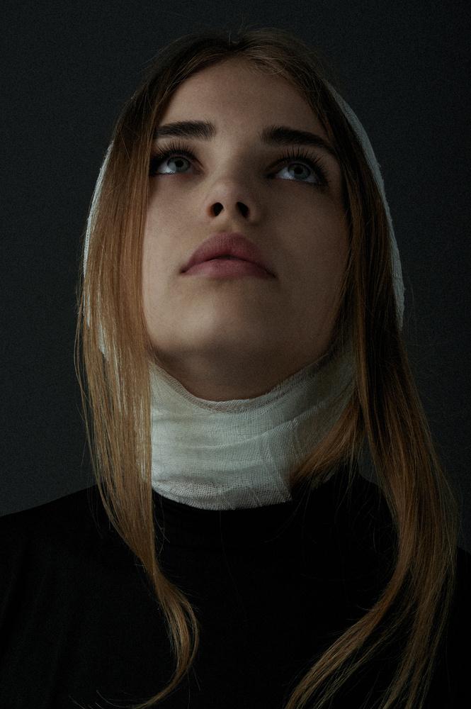 Iulia by Misha Dolghintev