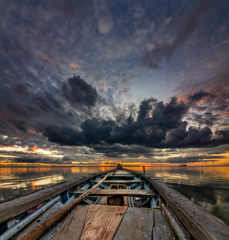 facing the horizon let's be free by donnyfer Philippe