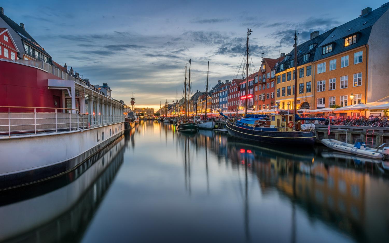 nyhavn blue hour by Oliver Huizinga