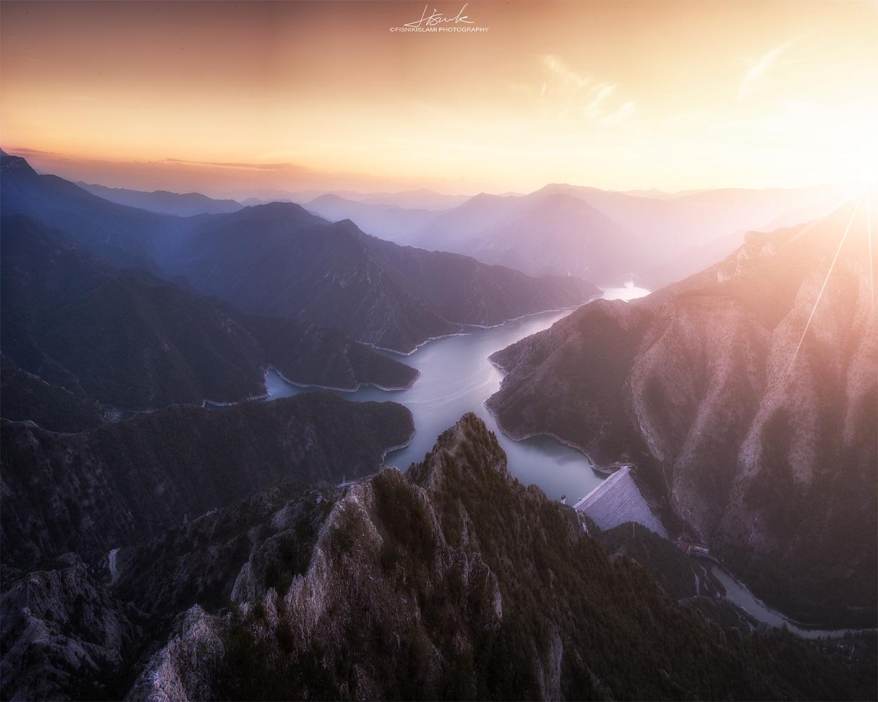 Borderless view by Fisnik Islami