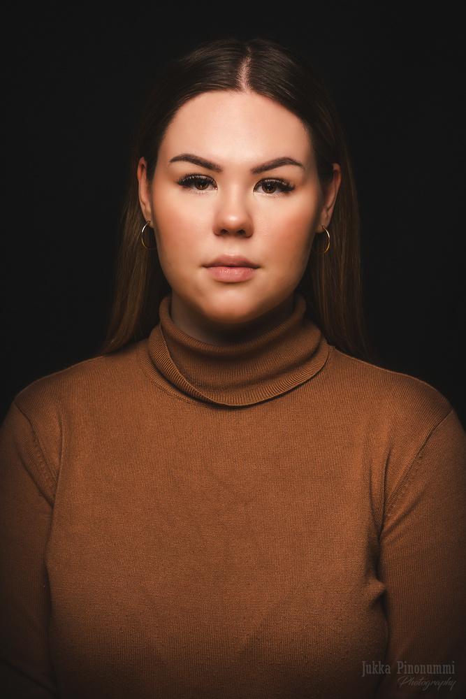 Brown eyed girl by Jukka Pinonummi