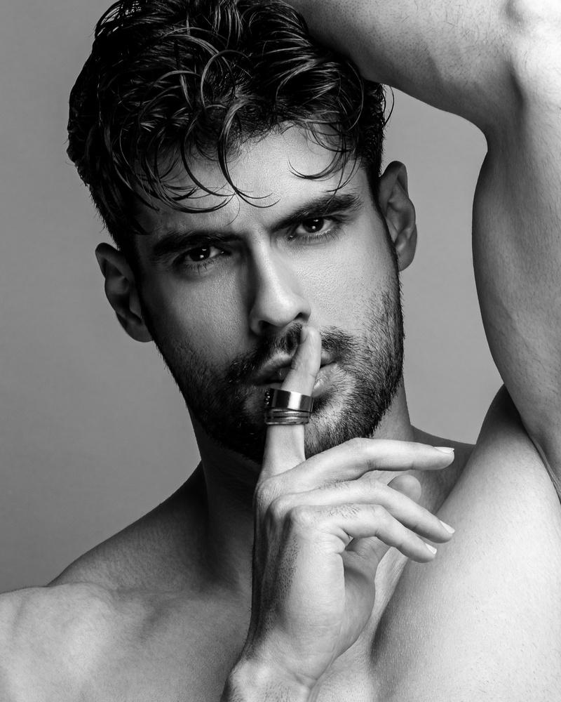 Look sharp by Mehdi Akbari