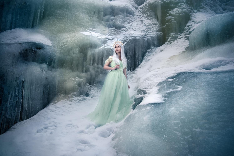 Reign of ice by Anna Pyhäjärvi