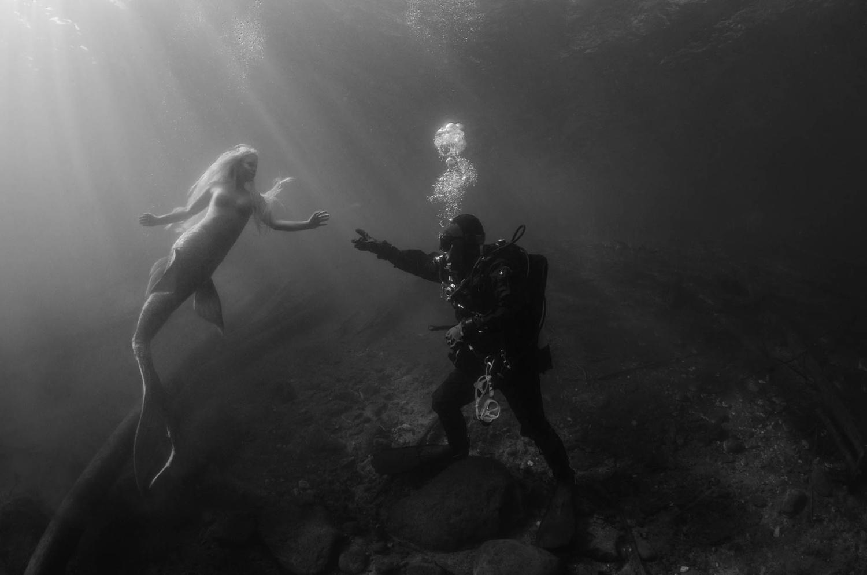 A Siren's call. by Anna Pyhäjärvi