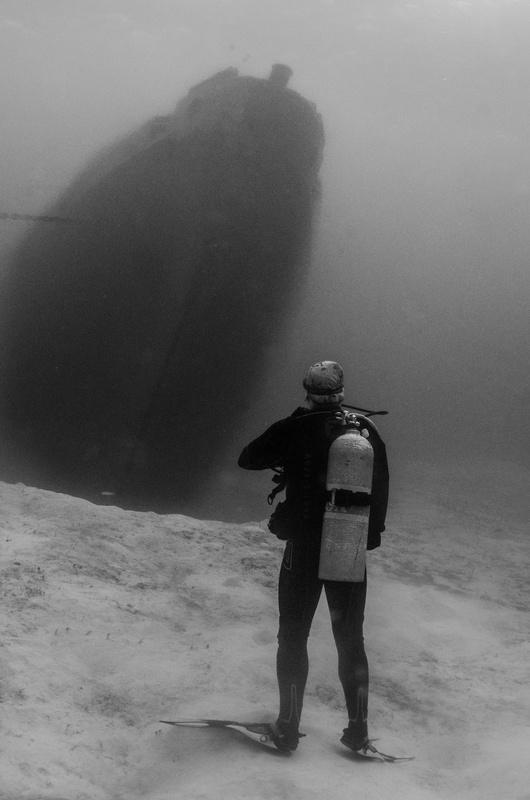 Underwater explorer by Anna Pyhäjärvi