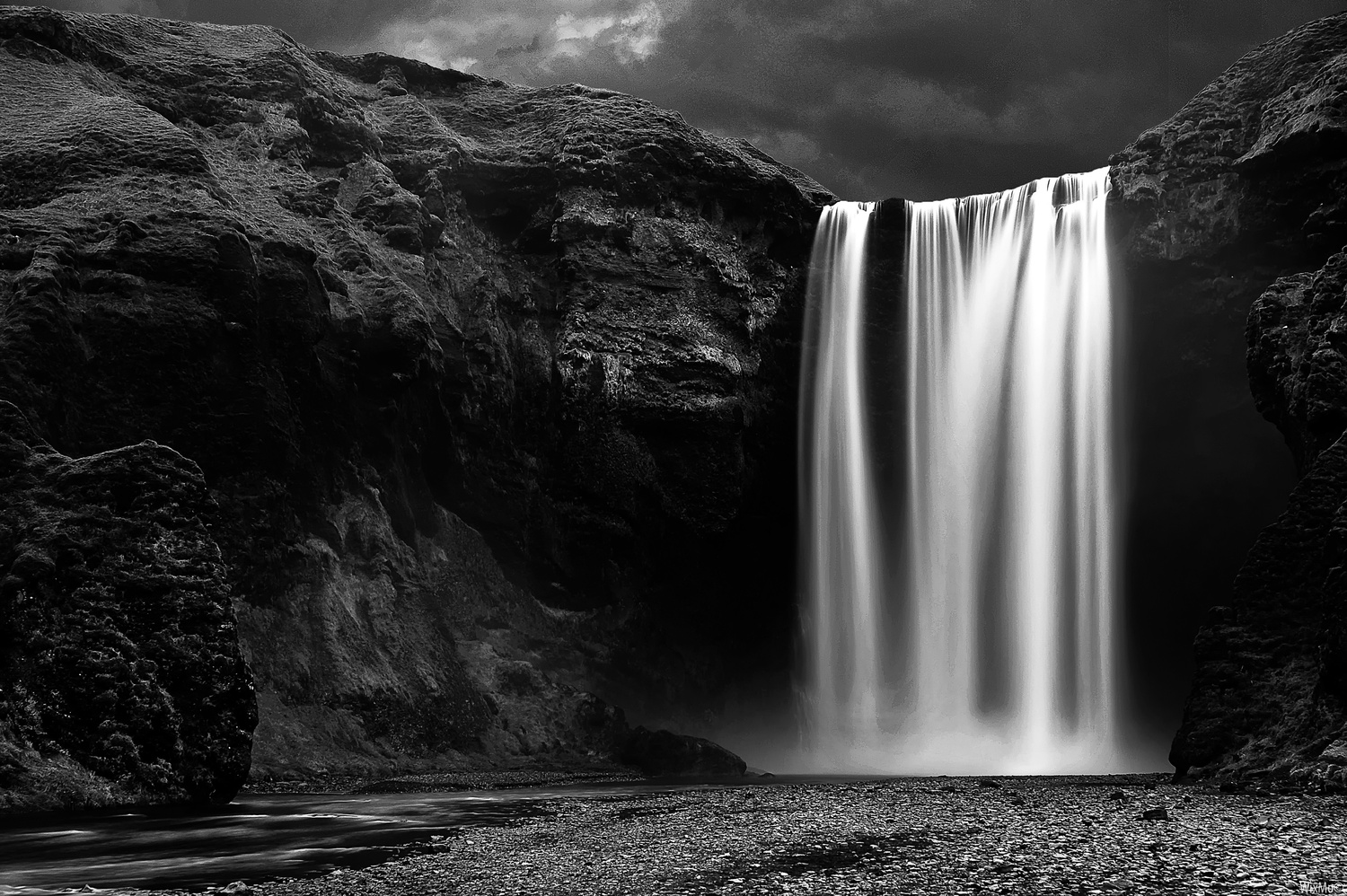 Imperturbable Skogafoss by Wix Mo