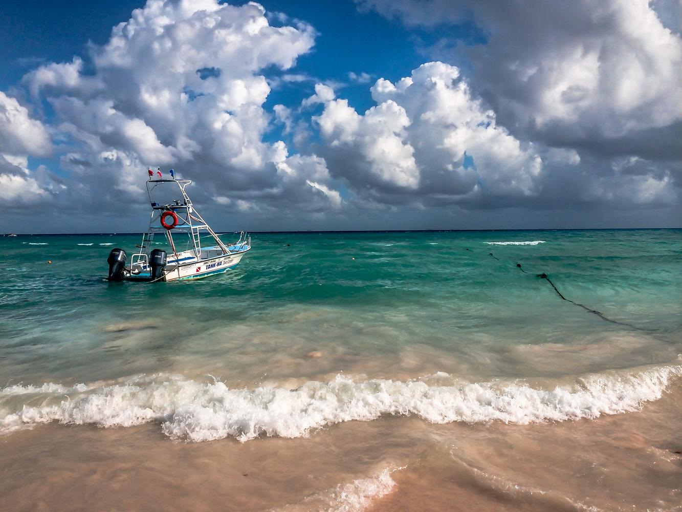 Mar Bonito by Roger Lorenz