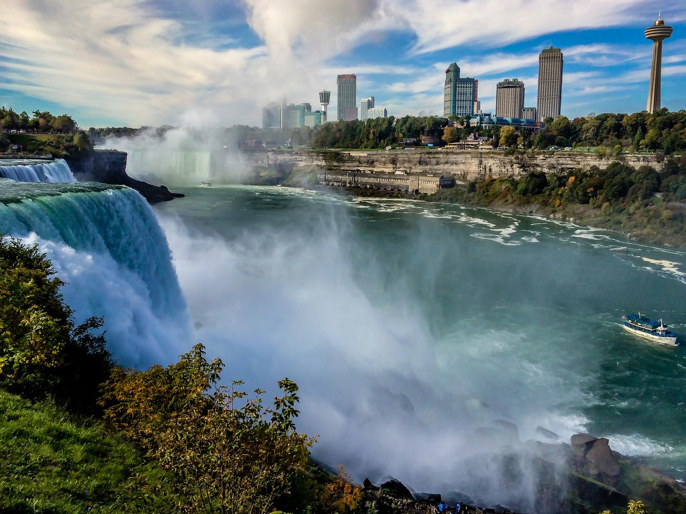 Niagara Falls by Roger Lorenz