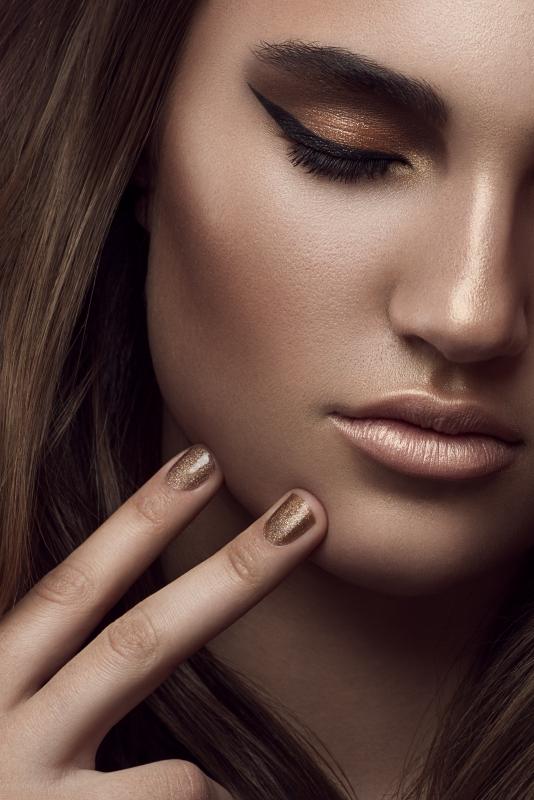 Linnea Close-Up by Michael Woloszynowicz