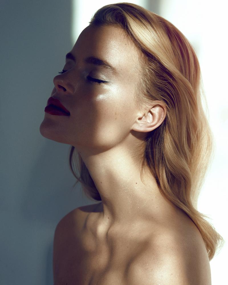 Melizanne - Beauty III by Michael Woloszynowicz
