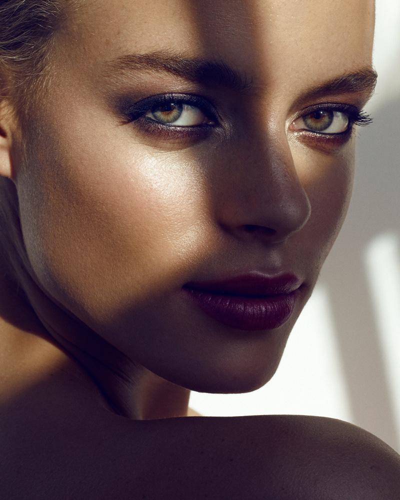 Melizanne - Beauty II by Michael Woloszynowicz