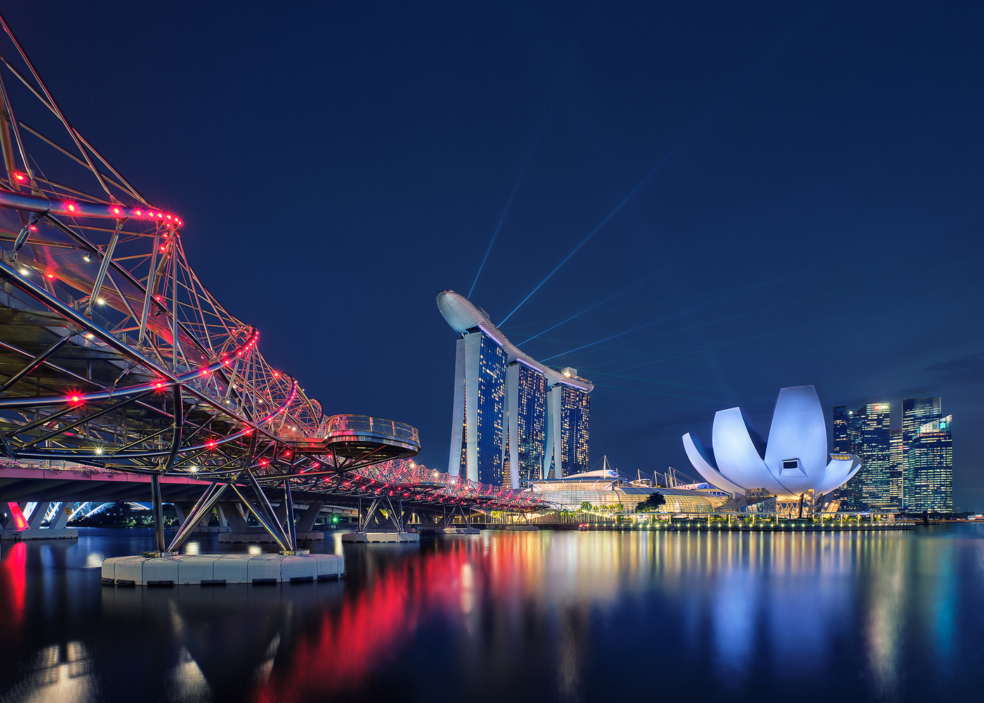 Showtime in Singapore by Lionel Fellay