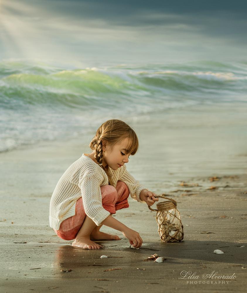 By the seashore... by Lilia Alvarado