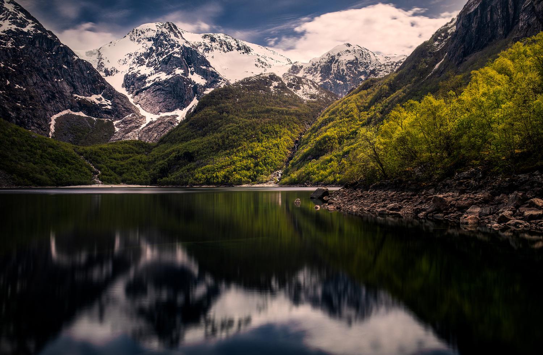 Bondhusvatnet by Alexander Jonsaas