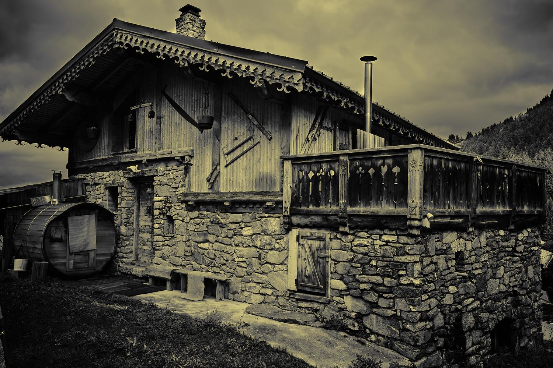 wooden house in Alps by bruno Garenne-Alabadi