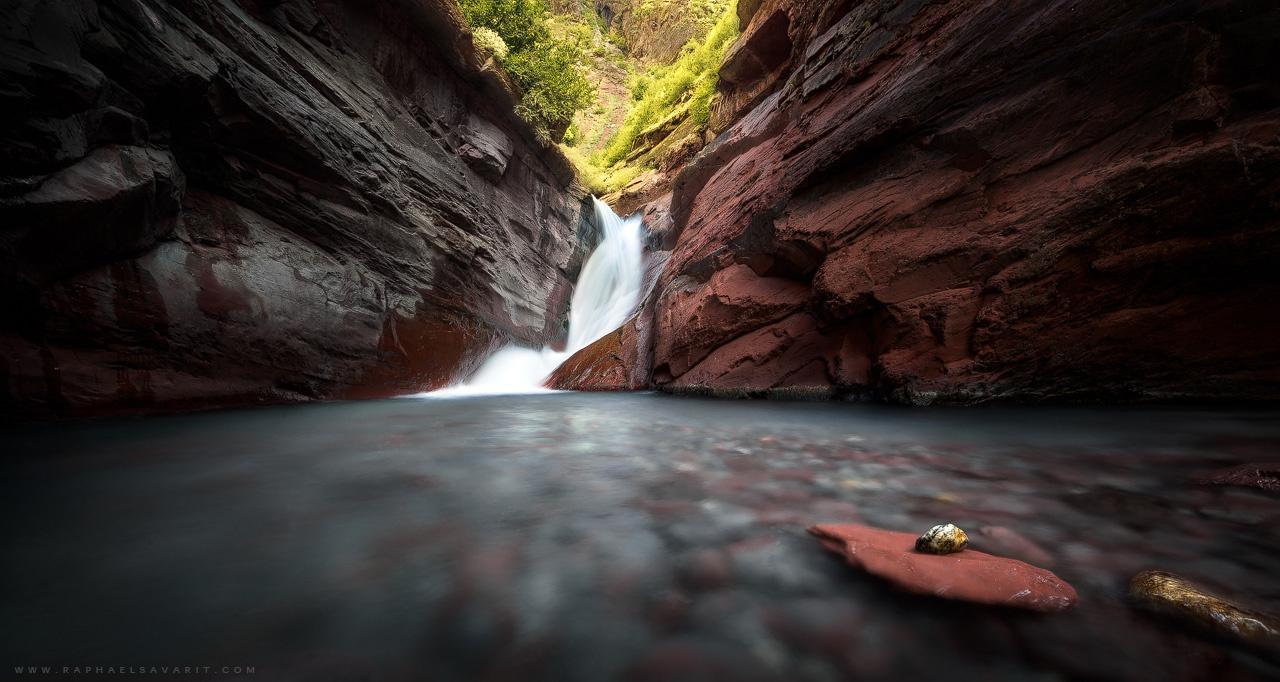 Secret waterfall by Raphaël Savarit